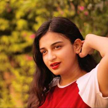 Celebrity Simran Jain - Tring India