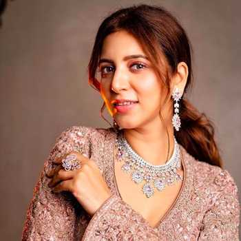 Celebrity Neha Adhvik Mahajan - Tring India