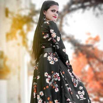Celebrity Divya Thakur - Tring India