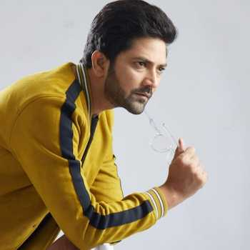 Celebrity Aniket Vishwasrao - Tring India