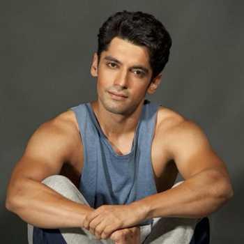 Celebrity Akshat Irani - Tring India