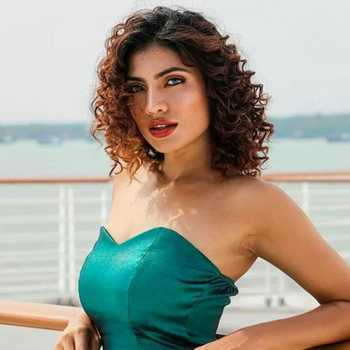 Celebrity Urvi Shetty - Tring India
