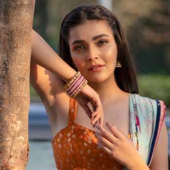 Celebrity Mansi Srivastava - Tring India