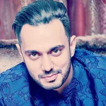 Celebrity Aly Akbar - Tring India