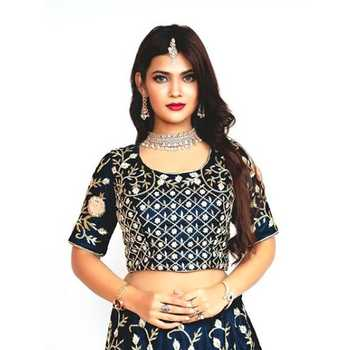 Celebrity Naina Khan - Tring India
