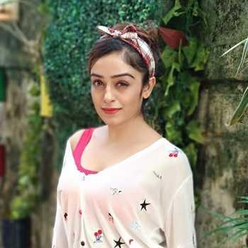 Celebrity Shweta Kanoje - Tring India
