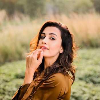Celebrity Esha Kansara - Tring India
