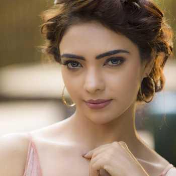 Celebrity Pooja Banerjee - Tring India