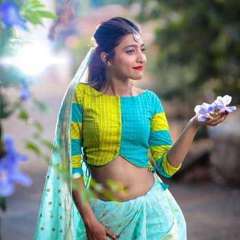 Celebrity Sova Agnihotri - Tring India
