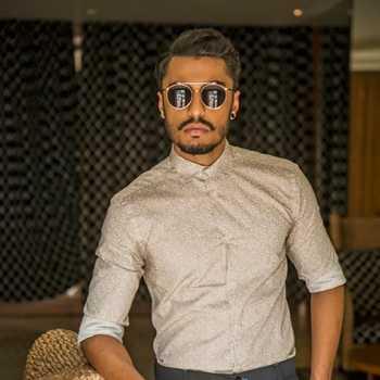 Celebrity Saqib Ayub - Tring India
