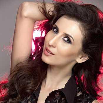 Celebrity Claudia Ciesla - Tring India