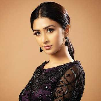 Celebrity Farnaz Shetty - Tring India