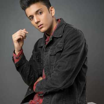 Celebrity Aayush Singh - Tring India