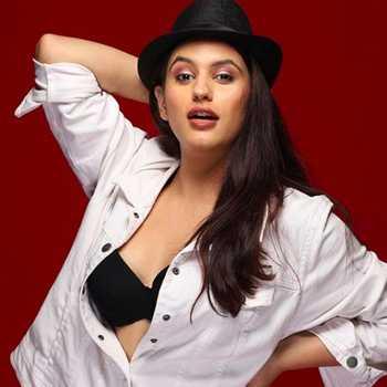 Celebrity Aarushi Handa - Tring India