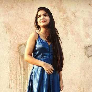 Celebrity Prateeksha Srivastava - Tring India
