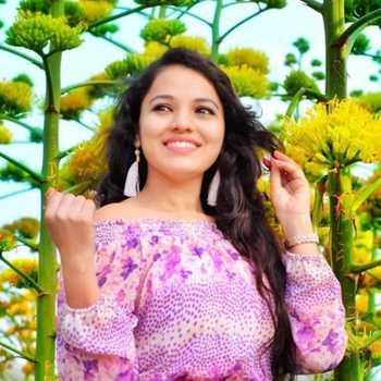 Celebrity Pooja Jaiswal - Tring India