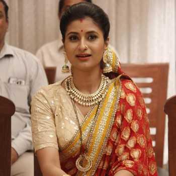 Celebrity Shiwani Chakraborty - Tring India
