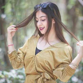 Celebrity Sabrina Kaur - Tring India