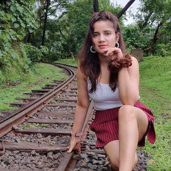 Celebrity Enakshi Kotwal - Tring India