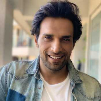 Celebrity Shaleen Malhotra - Tring India