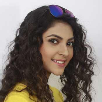 Celebrity Nisha Poddar - Tring India