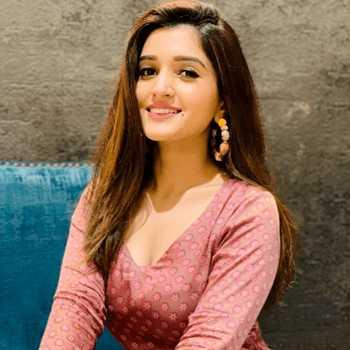 Celebrity Nidhi Shah - Tring India