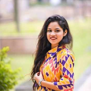 Celebrity Karishma Chaudhary - Tring India