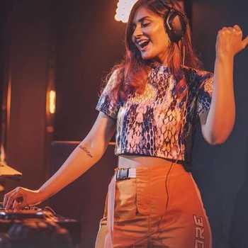 Celebrity Shanaya Sardesai - Tring India