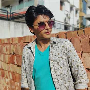 Celebrity Nawab Singhaniya - Tring India