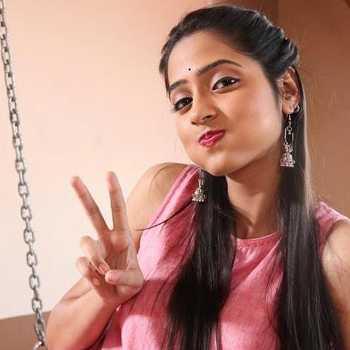 Celebrity Vidula Choughale - Tring India