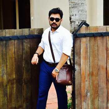 Celebrity Akshay Balwant Vartak - Tring India