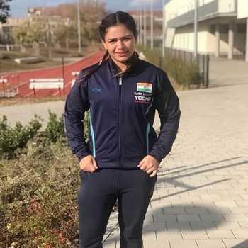 Celebrity Naina Kanwal - Tring India