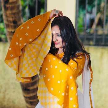 Celebrity Urvashi Upadhayay - Tring India