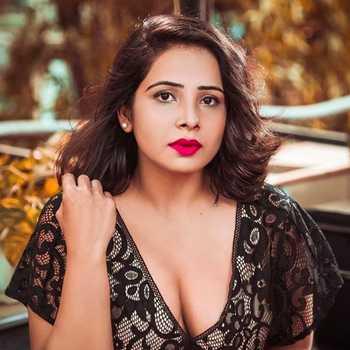 Celebrity Surabhi Tiwari - Tring India