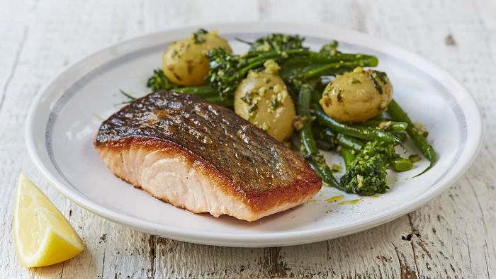 Jamie's salmon & pesto-dressed veg
