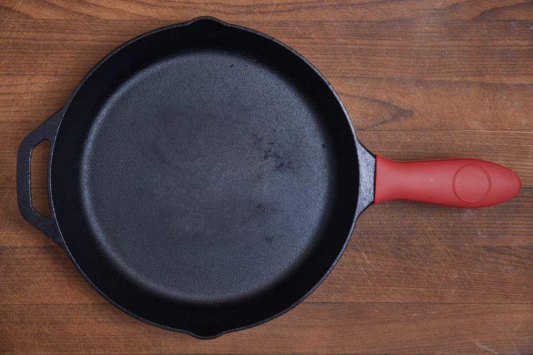 Clean Cookware - cast iron pan
