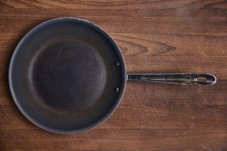 Clean Cookware - All Clad non-stick pan