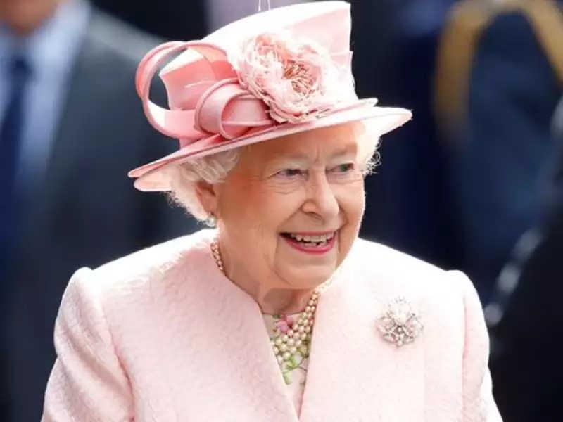 महारानी एलिजावेथलाई हटाएर गणतन्त्र स्थापना गर्ने बर्बाडोसका प्रधानमन्त्रीको घोषणा