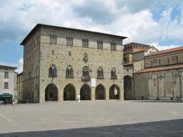 File:Pistoia -Palazzo Comunale- 1.JPG