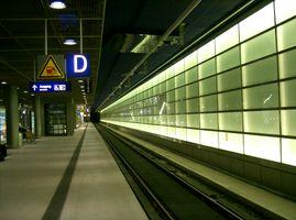 File:Bahnhof Berlin Potsdamer Platz Gleis 4.jpg