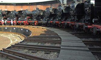 File:Saechsisches Eisenbahnmuseum - gravitat-OFF - Lokschuppen Bahnhof Hilbersdorf (SEM).jpg