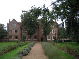 File:Eastbury Manor House.jpg