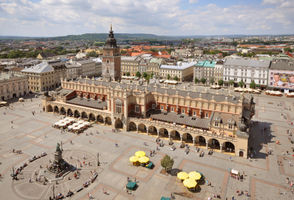 File:Sukiennice and Main Market Square Krakow Poland.JPG
