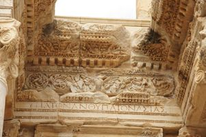 File:Celsus library in Ephesus (5632175634).jpg