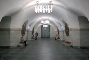 File:Vokzalna metro station Kiev 2010 01.jpg