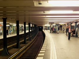 File:Berlin - U-Bahnhof Wittenbergplatz - LInien U1, U2, U3 (7170268057).jpg