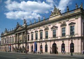 File:Berlin, Mitte, Unter den Linden, Zeughaus 09.jpg