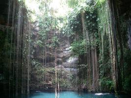 File:Cenote-ik-kil.png