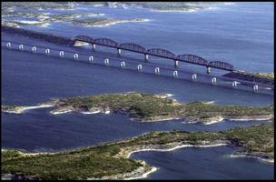 File:Amistad Res & Bridges2.jpg