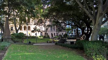 File:Macquarie Place Park, looking south.jpg